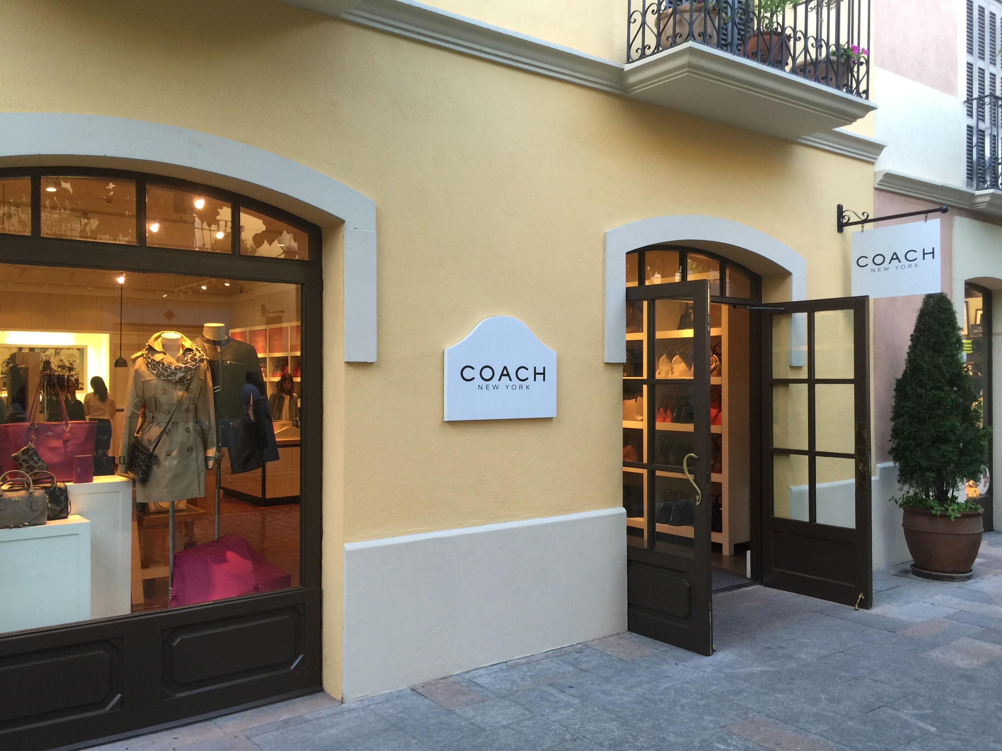 couch outlet store 7ky6  Even if August is still a month of sales in Spain, Coach outlet in  Barcelona surroundings did not impress much in terms of sales